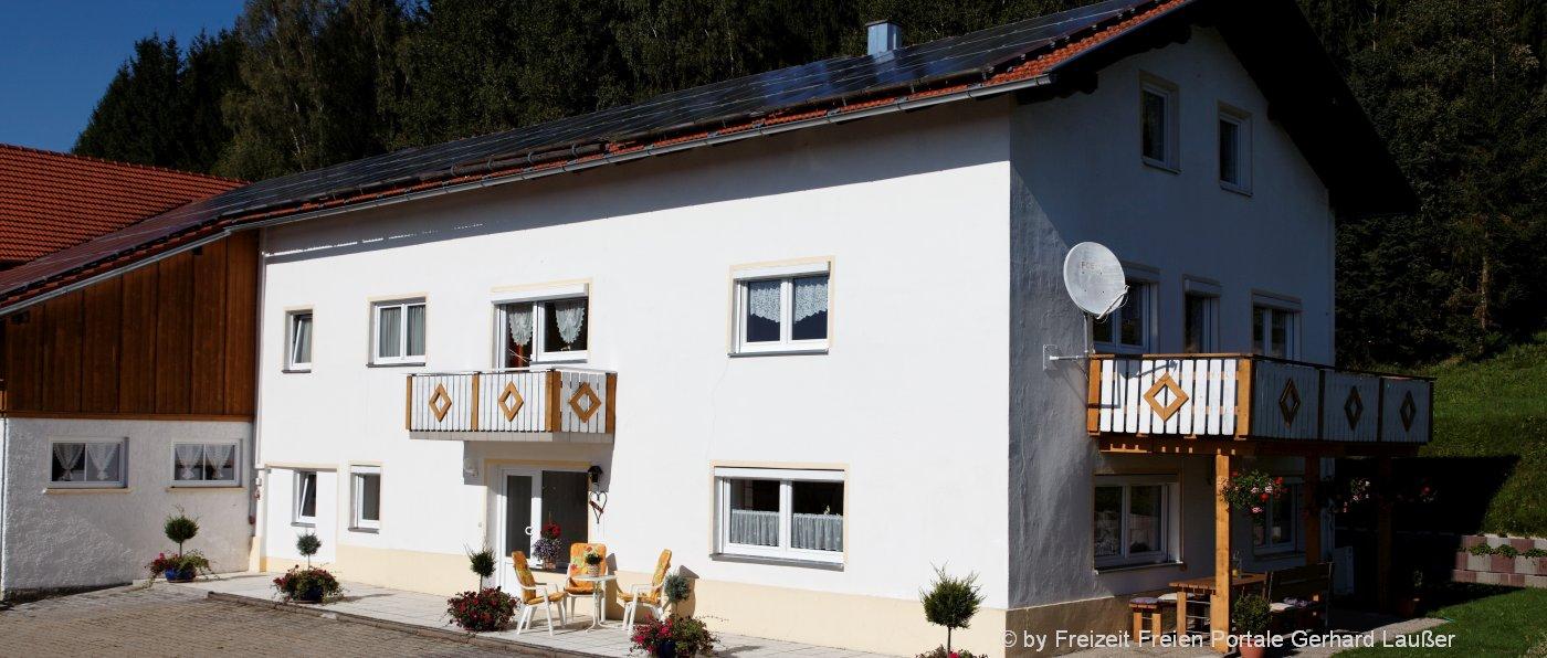 bayerischer-wald-gruppenferienhaus-7-9-personen-aussen-ansicht