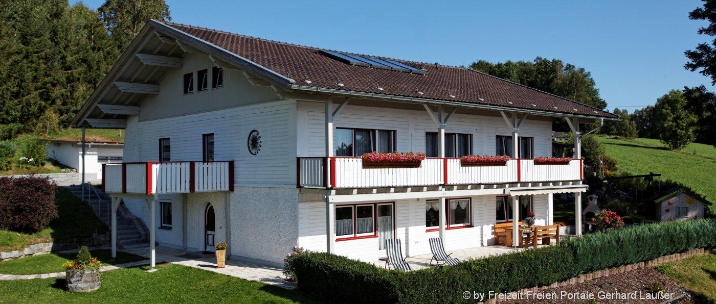 ferienhaus-bayerischer-wald-gruppenhaus-6-8-personen-aussenansicht