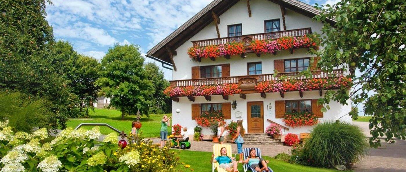 Bayerischer Wald Reiterhof Urlaub für Kinder in Bayern mit Reithalle