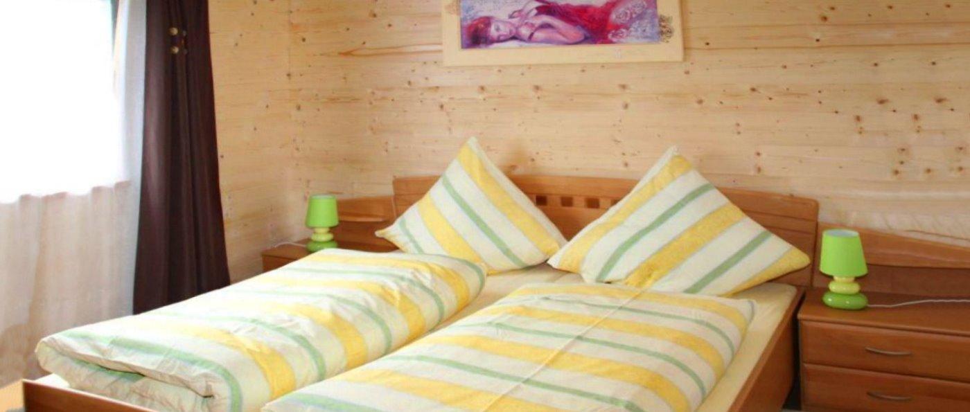 bauer-schlafzimmer-ferienhaus-bayerischer-wald-hundefreundliche-unterkunft