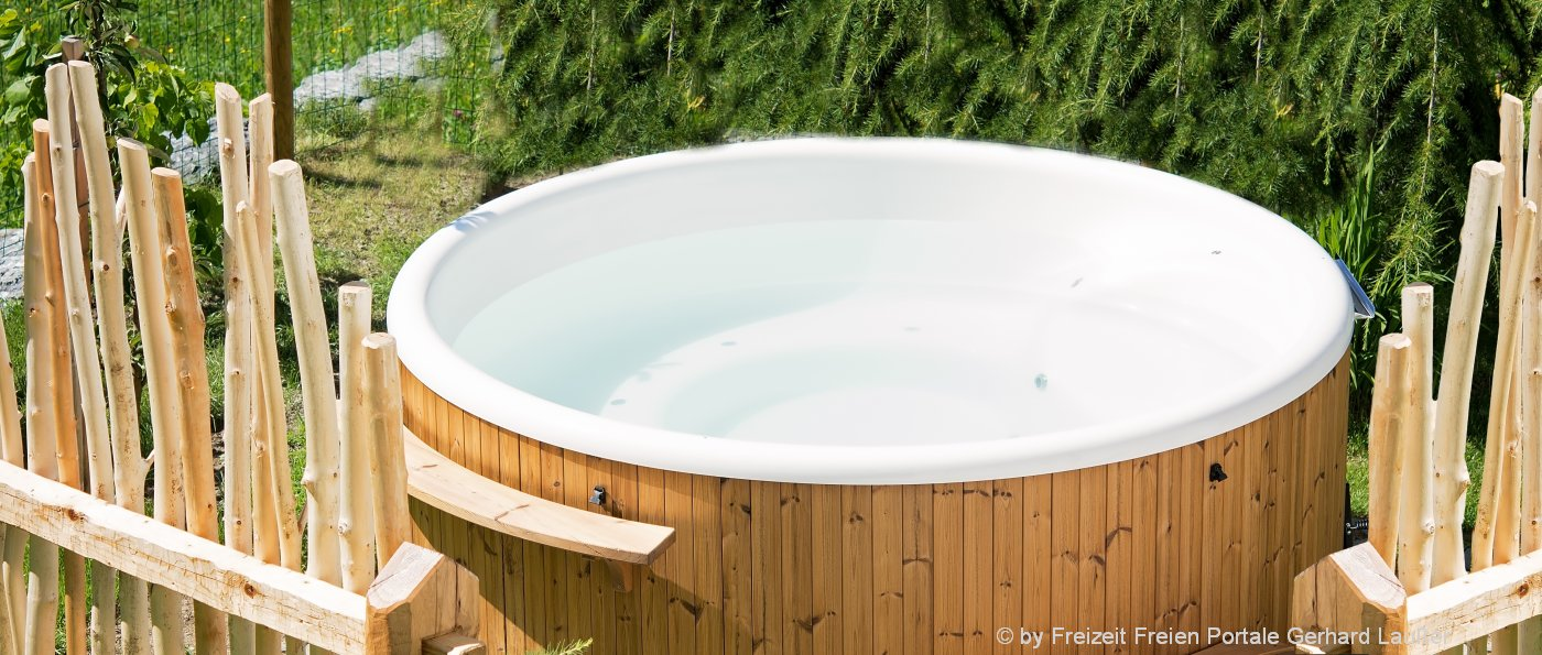 luxus chalets bayerischer wald mit whirlpool und sauna f r 2 4 6 personen. Black Bedroom Furniture Sets. Home Design Ideas