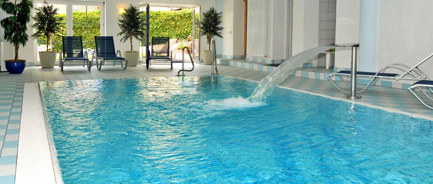 brandlhof-bayern-schwimmbad-3-sterne-wellnesshotel-hallenbad