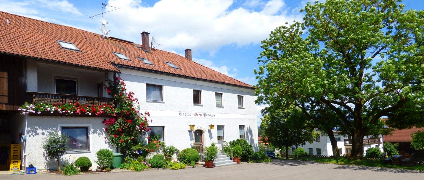 breu-bauernhofurlaub-gasthof-bayerischer-wald-aussenansicht