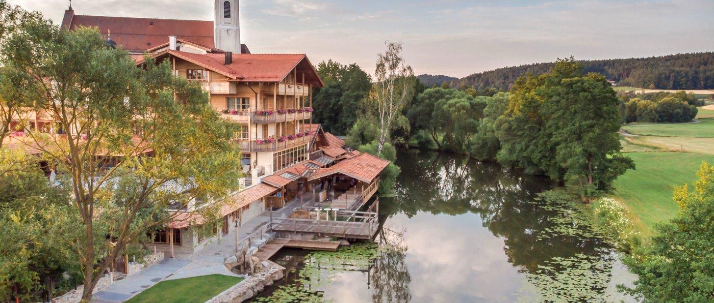 Wellnesshotel Brunner Hof idyllische Lage am Fluss Chamb