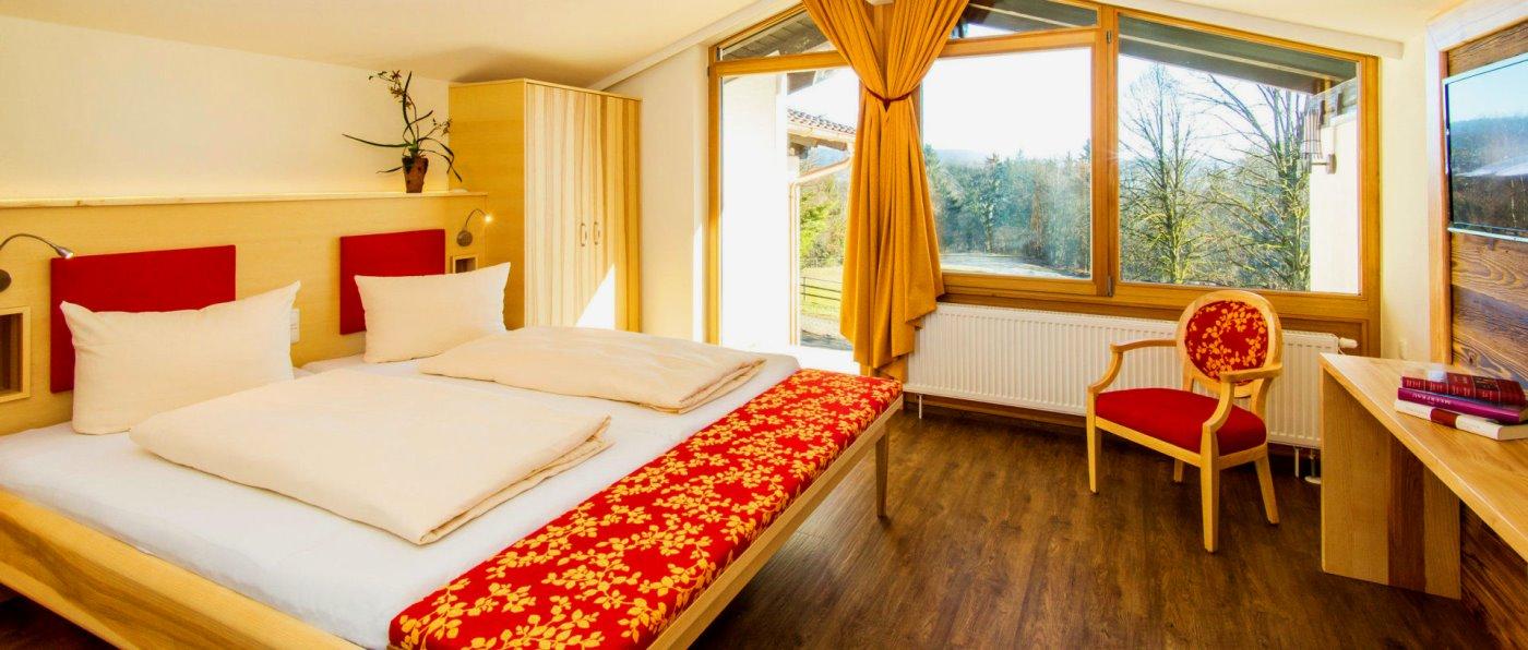 feuerschwendt-reiterhotel-niederbayern-familienhotel-ferienhaus-schlafzimmer