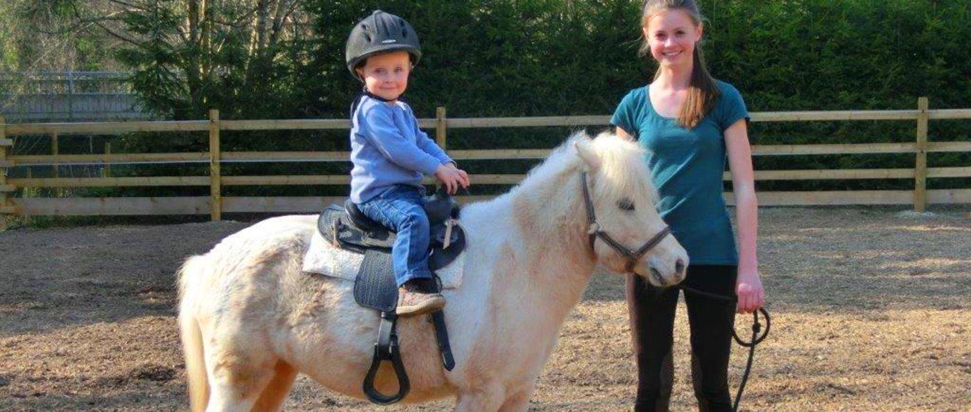 Familienurlaub mit Reiten für Kinder Pension mit Ponyreiten in Bayern