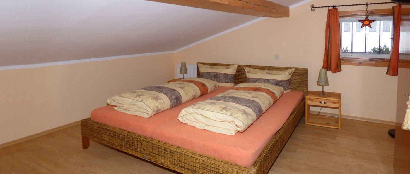 geisberg-familien-gruppenunterkunft-bayerischer-wald-schlafzimmer