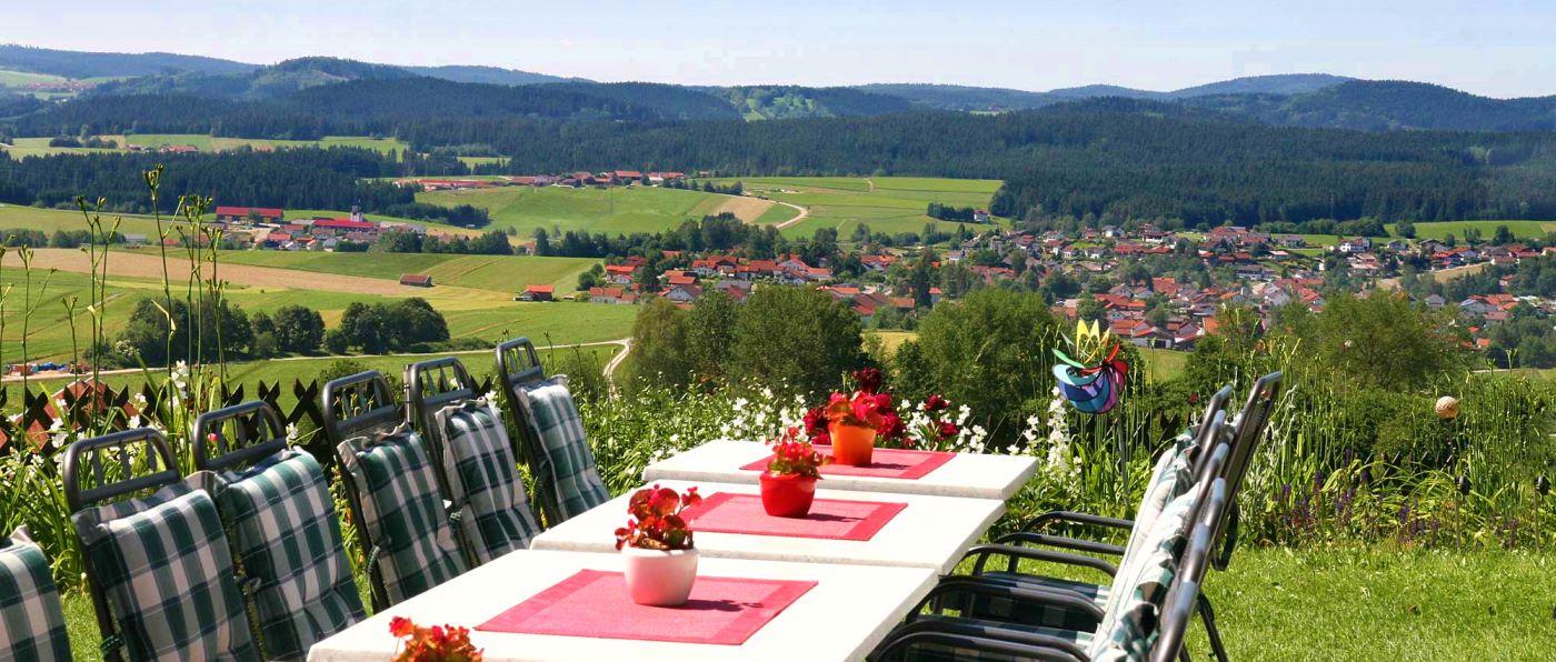 haus-am-berg-familienhotel-bayerischer-gruppenhotel-tolle-aussicht