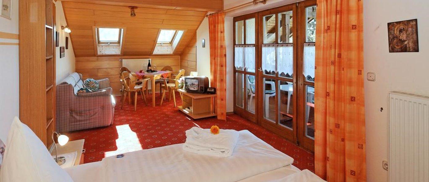 haus-am-berg-rinchnach-familienhotel-zimmer-niederbayern-übernachtung