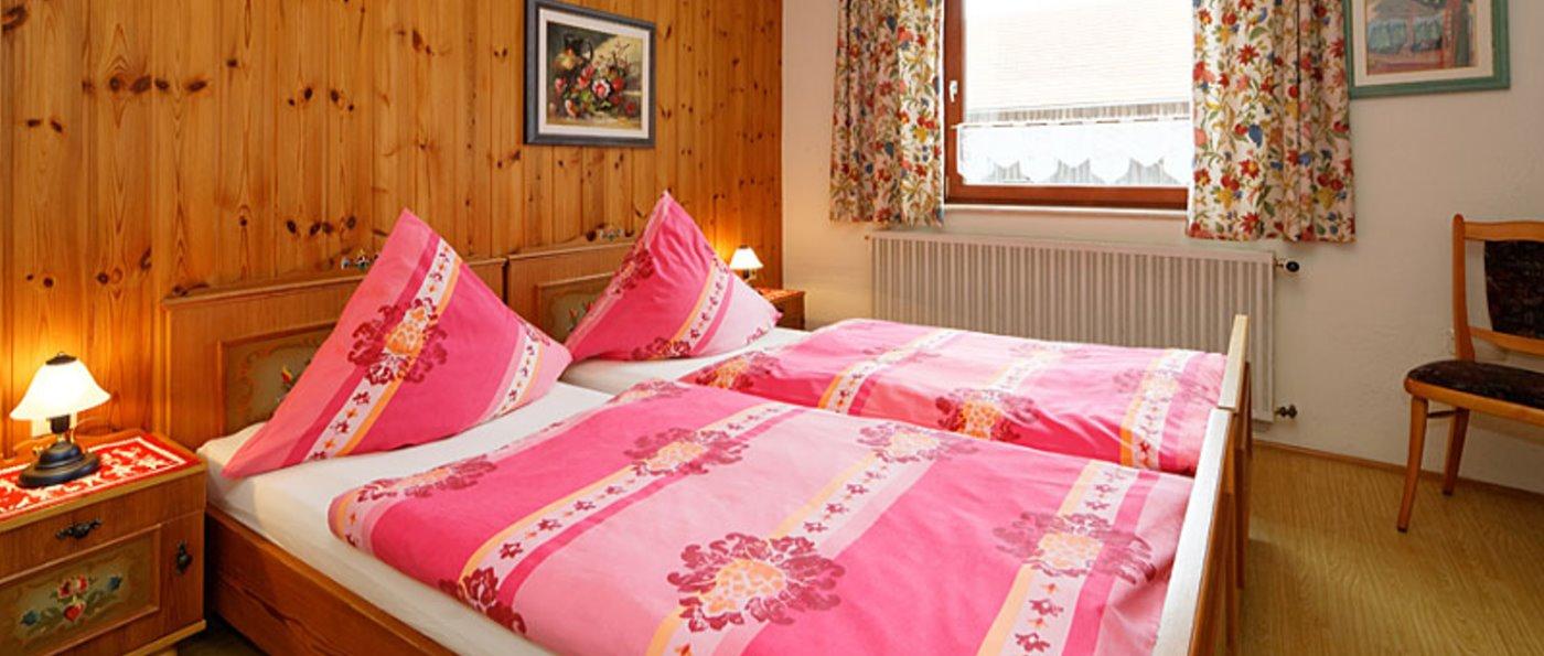 hirschhof-bayerischer-wald-bungalow-mieten-schlafzimmer