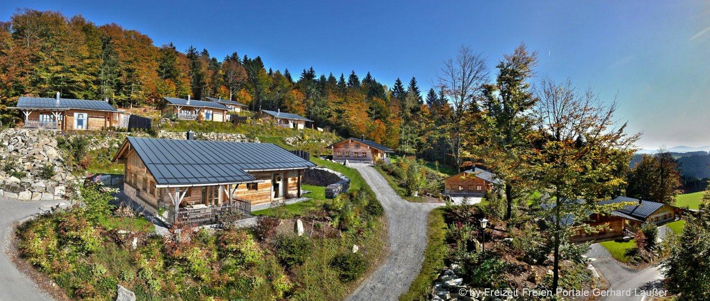 huettenhof-bergdorf-bayerischer-wald-luxuschalets-almdorf-ansicht