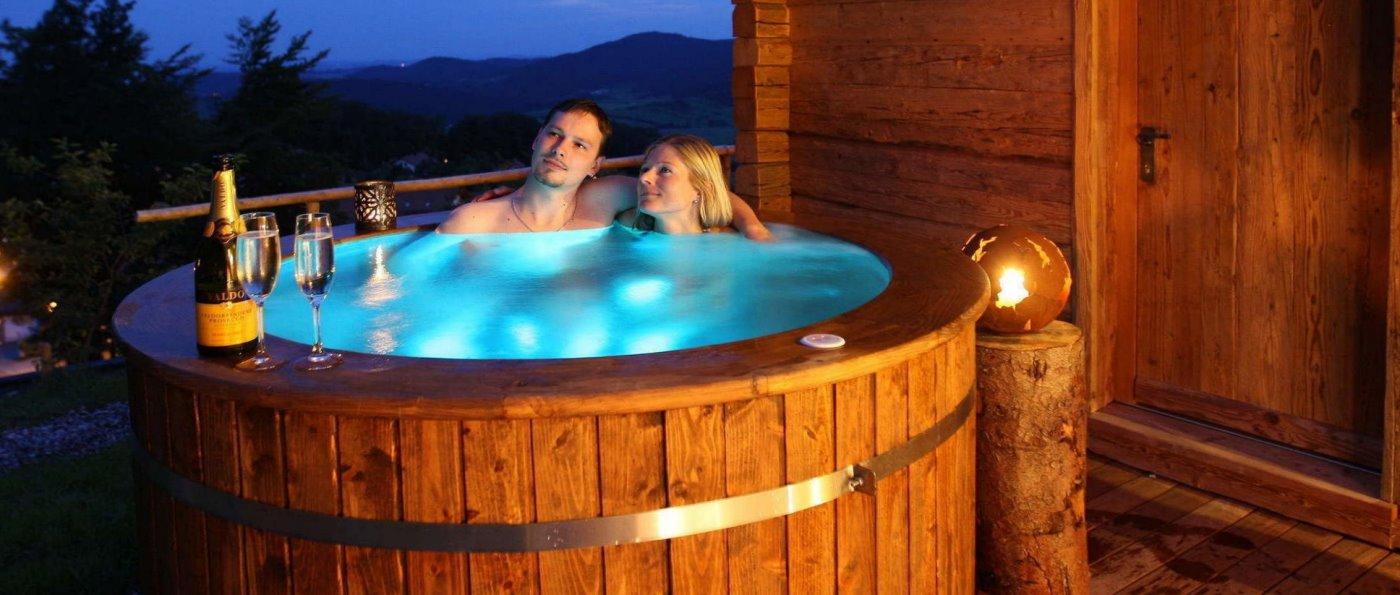 hüttenhof-deutschland-bergchalets-whirlpool-sauna-wellness-bayern