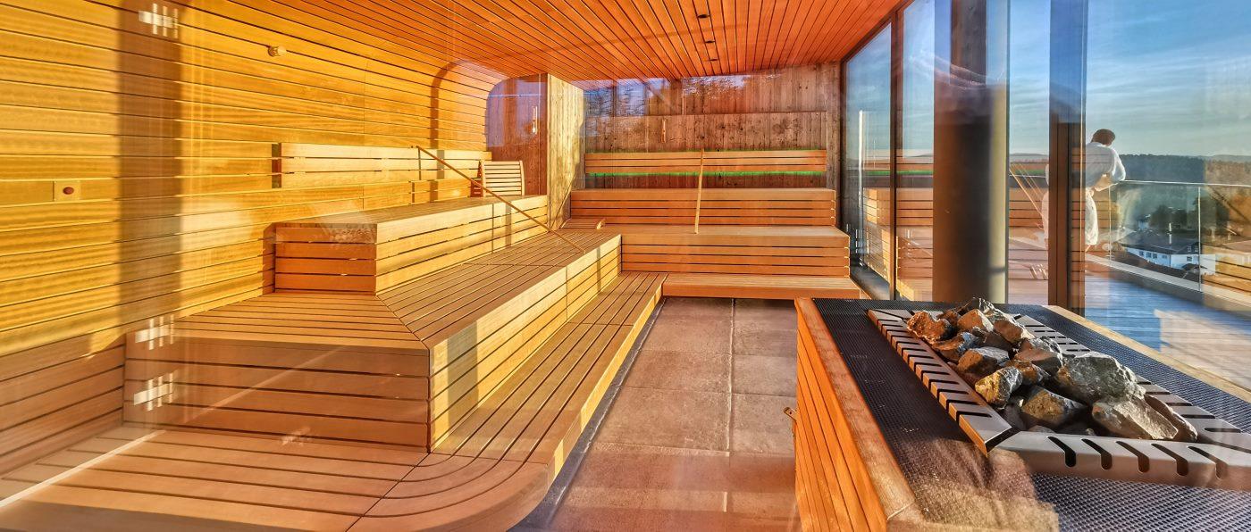 hüttenhof-wellnesshotel-panorama-sauna-infinity-pool-bayern