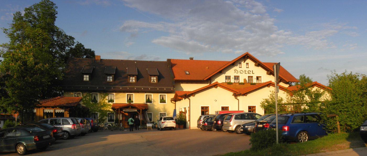 lindenhof-gruppenreisen-hotel-oberpfalz-gasthof-regensburg-biergarten-aussen