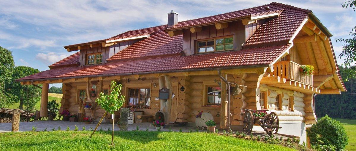 luger-holzblockhaus-bayerischer-wald-ferienhaus-ansicht-1200