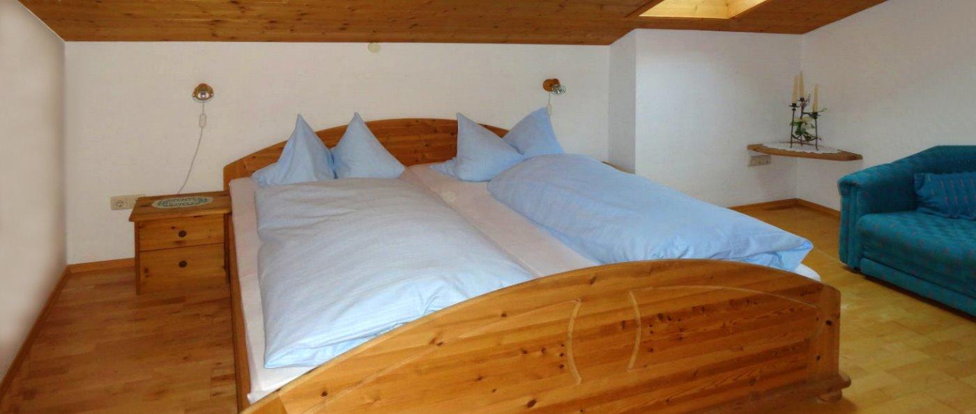 muhr-ferienwohnungen-niederbayern-zimmer-übernachtung-doppelbett