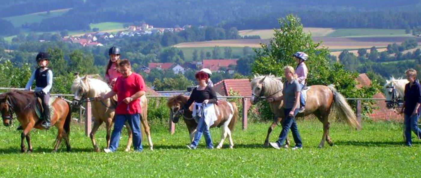 nissl-urlaub-ponyhof-bayern-reiterferien-kinder-familien