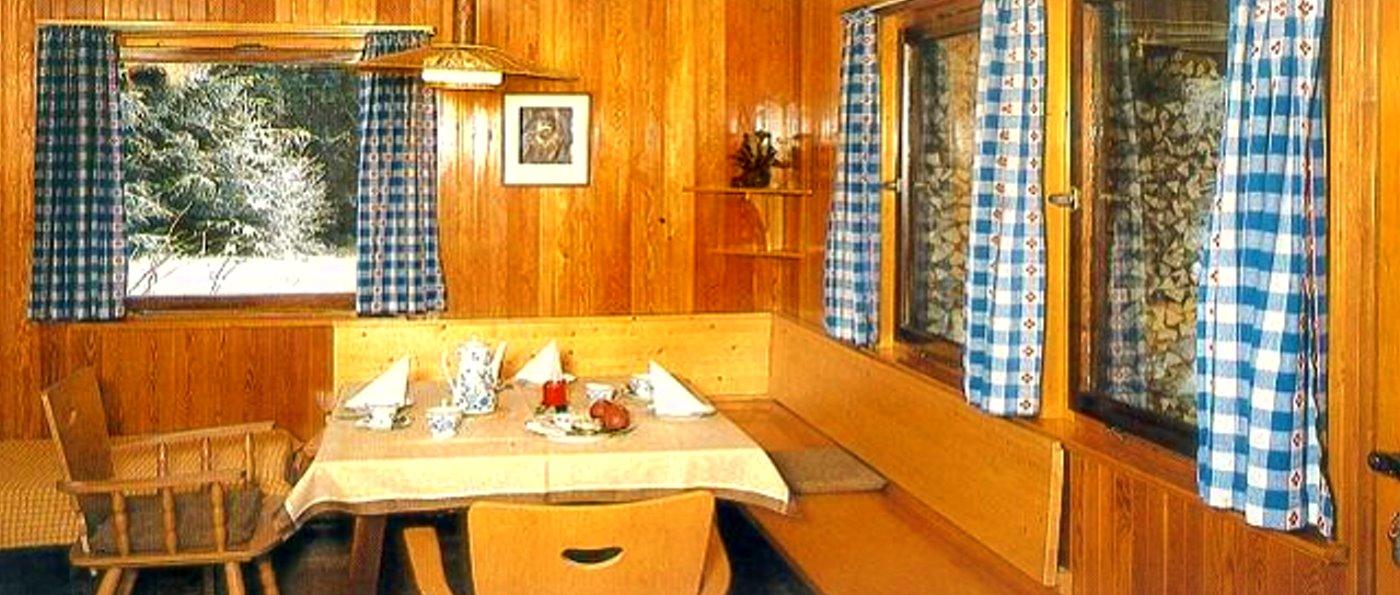 plattenhöehe-holzhäuschen-deutschland-ferienhütten-innen