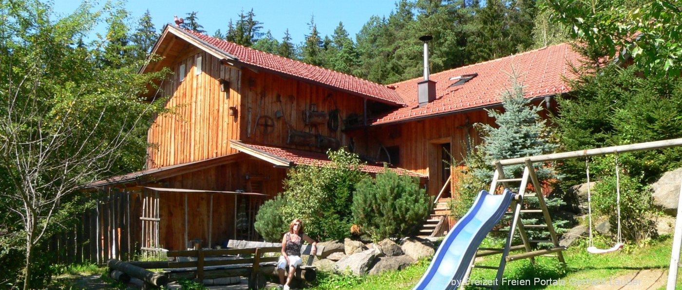 richards-museum-selbstversorgerhütte-bayern-gruppenurlaub-aussenansicht