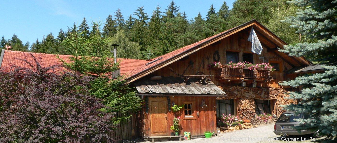 richards-museum-selbstversorgerhütten-bayerischer-wald-gruppenhaus-ansicht