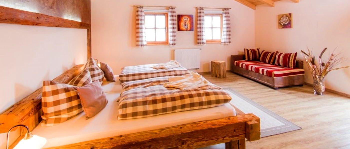 sammerhof-bayerischer-wald-bergchalet-mit-aussenwhirlpool-schlafzimmer