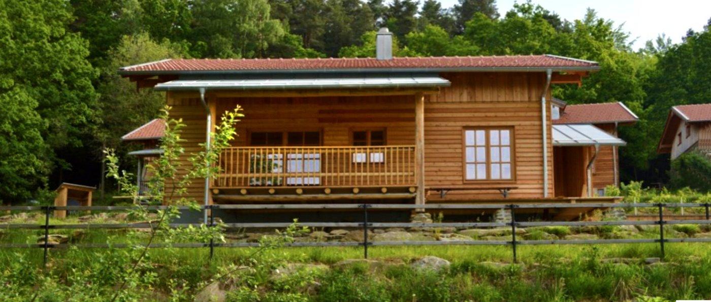 sunleitn-bayern-ferienhaus-2-personen-chalet-kamin-sauna-aussen