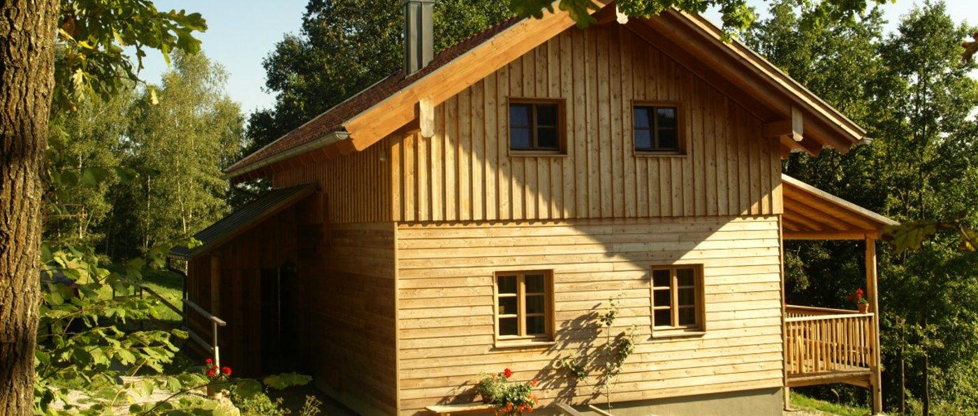 sunleitn-chalet-2-personen-ferienhuetten-bayern-mit-sauna-kamin-aussen