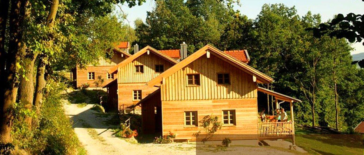 sunleitn-hüttendorf-niederbayern-holz-ferienhaus-4-personen