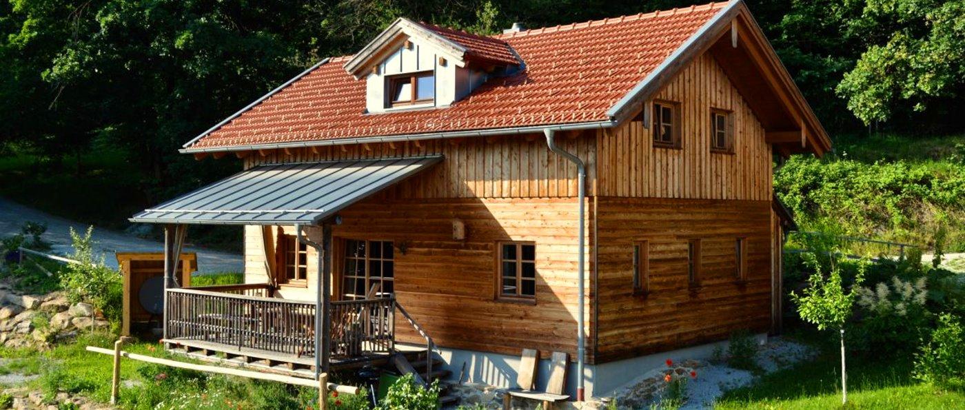 sunleitn-hüttendorf-niederbayern-holzferienhaus-4-personen-aussenansicht