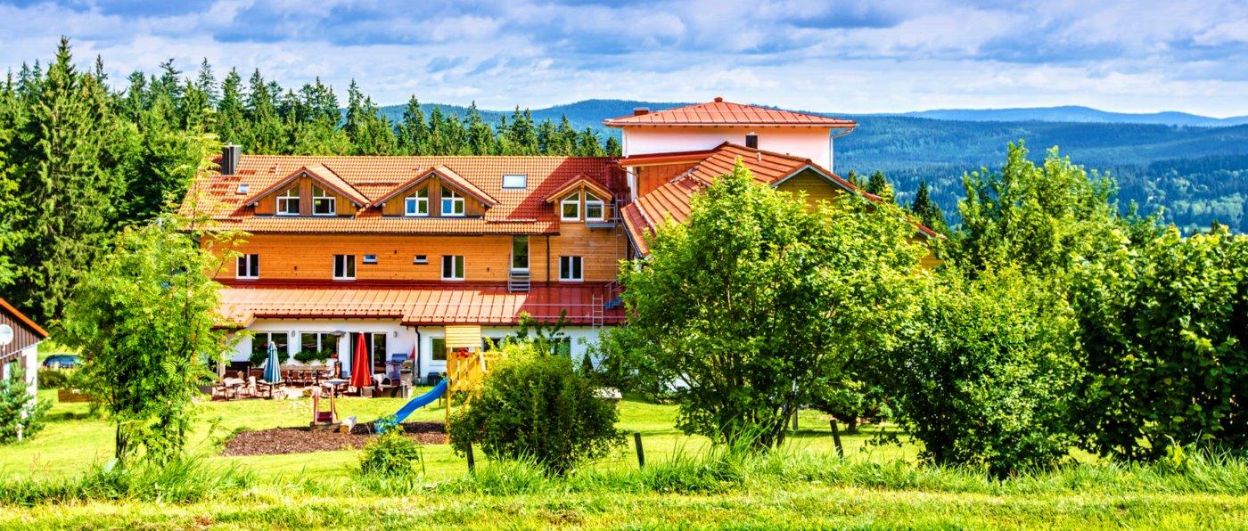 waldeck-bayerischer-wald-wellness-hotel-niederbayern-aussenansicht