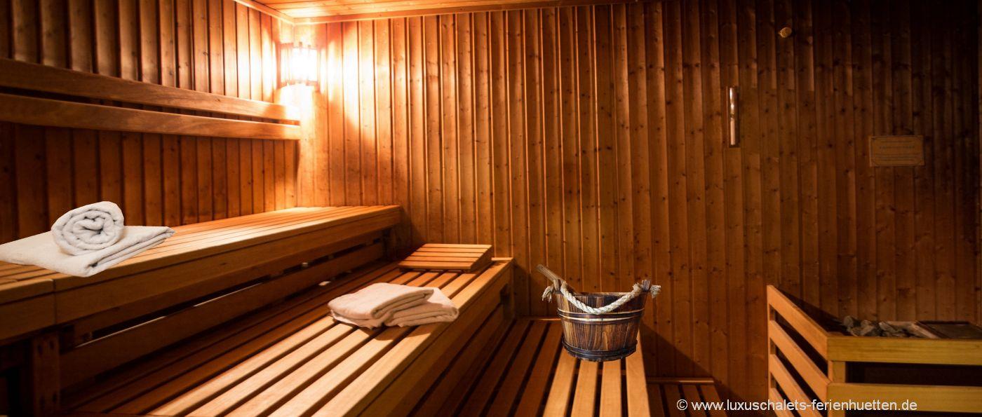 wellness-kurzurlaub-bayern-hüttenwochenende-sauna-pool